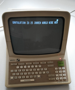 Minitel congrats the World Wide Web